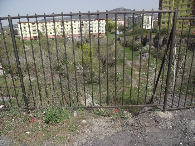 Geologický unikát je za plotom.