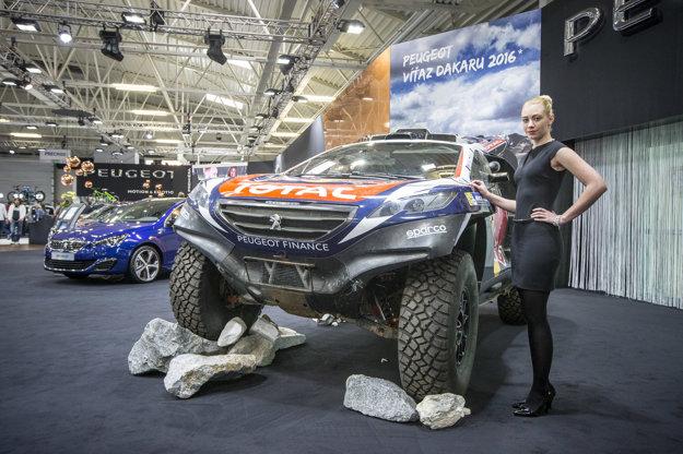 Modelka nám v tomto prípade poslúžila ako mierka na ukázanie skutočných rozmerov auta.
