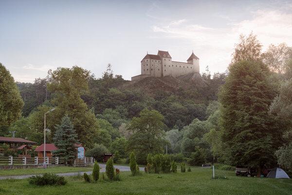 Fotomontáž hradu Revište od Petra Čákovského, ktorou sa môžu študenti inšpirovať.