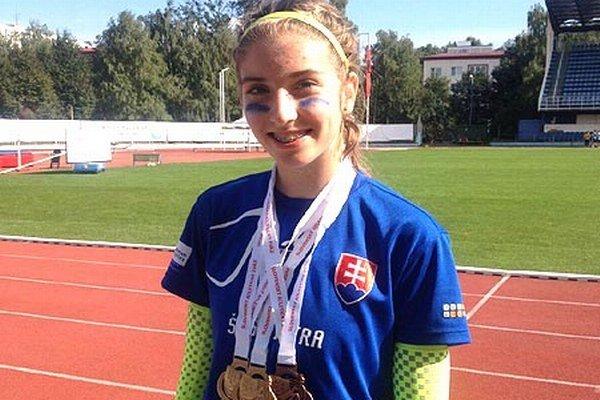 Emma Zapletalová získala dve zlaté medaily na krátkych tratiach a jednu bronzovú v šprintérskej štafete.