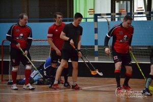 Hráči Potheads (v červenom) postúpili do finále.