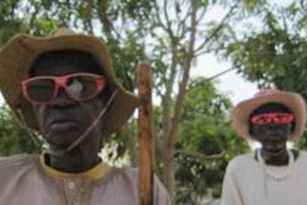 Takto pomohli Afričanom okuliare, ktoré vyzbierali aj Novobančania.