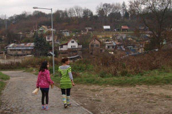 V osade žije asi 400 ľudí.