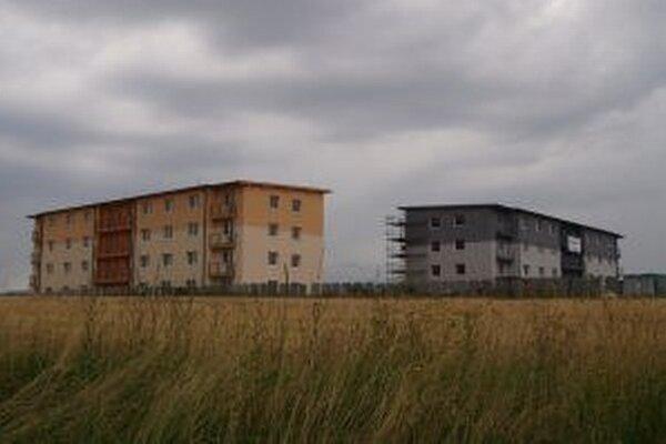 Byty si mesto zatiaľ prenajme, o úver a dotáciu sa chce uchádzať opäť.
