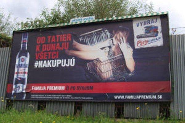 Jeden z bilbordov na Priemyselnej ulici v Žiari.