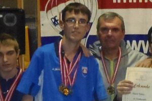 Na medzinárodnom stolnotenisovom turnaji ľudí s mentálnym postihnutím v rakúskom Neusiedl am See získal Matúš prvé miesto v jednotlivcoch aj dvojhrách.