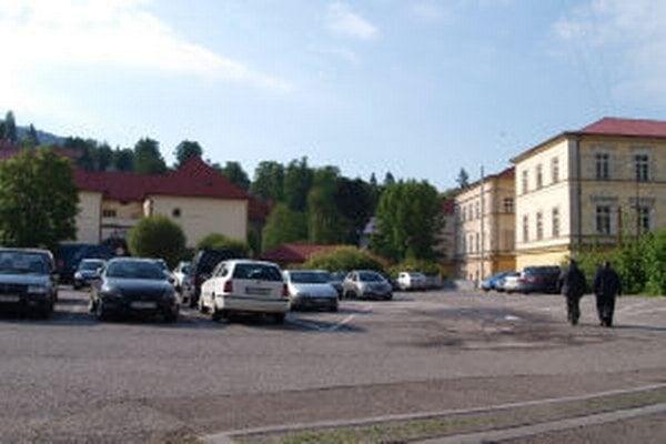 Riešiť chcú najmä parkovisko Jeleň.