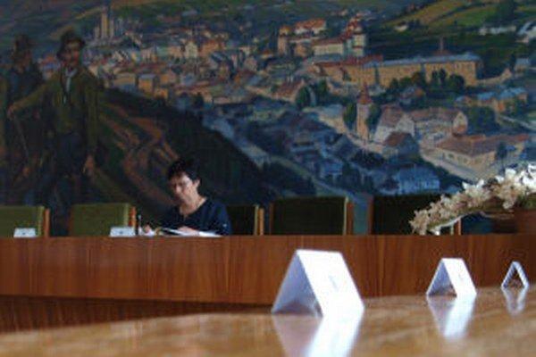 Primátorka Zuzana Balážová sa s poslancami opäť nezhodla.