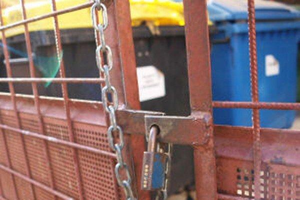 Kľúče od stojísk na odpad sú podľa žiarskej poslankyne Moniky Balážovej voľne v obehu.