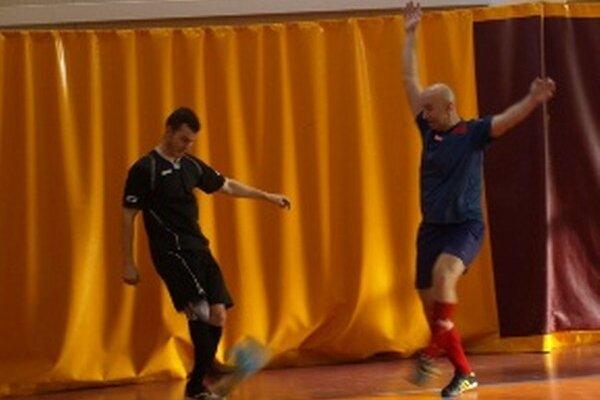 Snímka zo zápasu Pema - Perla.