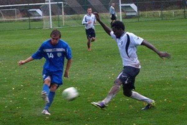 Denis Urgela, strelec vyrovnávajúceho gólu v súboji o loptu.