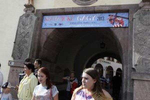 Vizuál gagov pobúril niektorých veriacich.