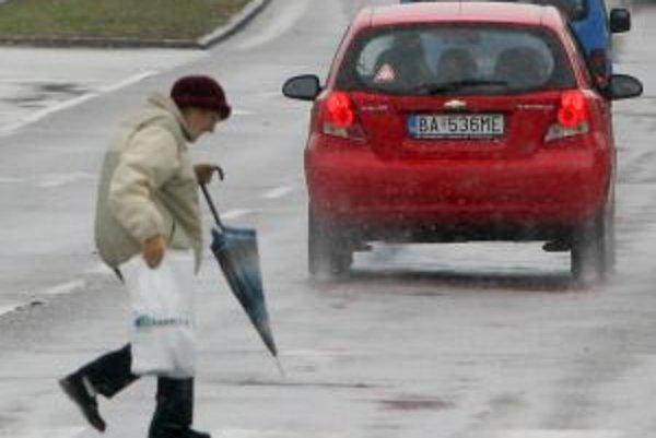 Dážď dnes hlásia po celom Slovensku.