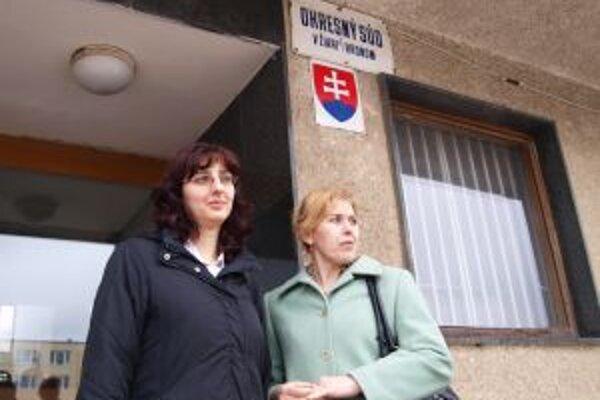 Denisa Wagnerová (vľavo) aj Eva Kollárová tvrdia, že im ide o princíp a že boli prepustené neprávom. Prvá pracuje v Martine, druhá v Bratislave, do žiarskej nemocnice sa vrátiť nechcú.