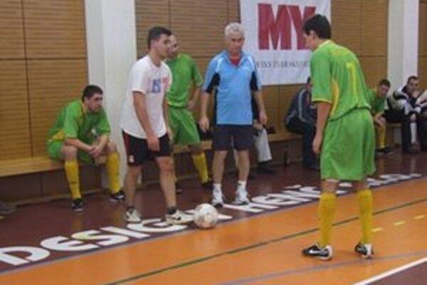 Momentka z napínavého zápasu Sršne - Wartburgovci.
