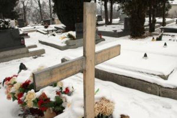 Úpravu parkoviska pri cintoríne chce mesto stihnúť do tohtoročných Dušičiek.
