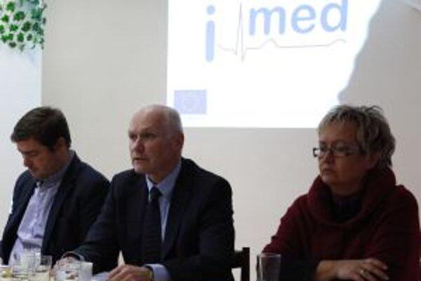 Prezentácia portálu i-med.sk. V žiarskej nemocnici sa na nej zúčastnil aj predseda Slovenskej lekárskej komory Marián Kollár (v strede).