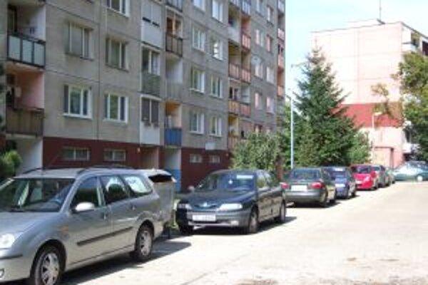 Jedno z novobanských sídlisk. Mesto v súčasnosti zisťuje záujem o nájomné byty.