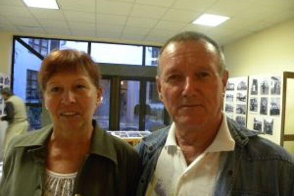Jozef Krchman s manželkou. Počas vernisáže výstavy fotografií v Pohronskom osvetovom stredisku.