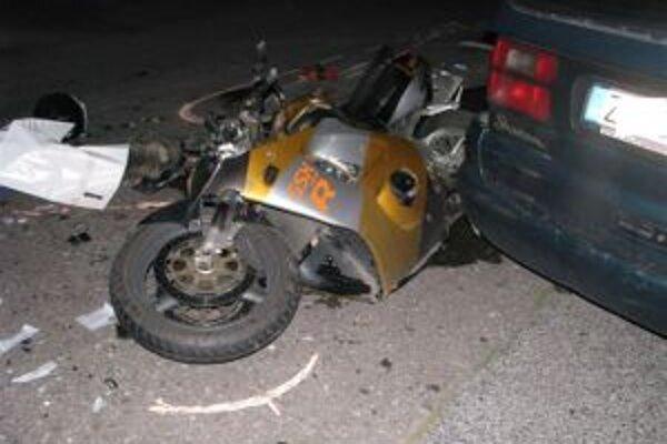 Motorkár so spolujazdkyňou nehodu neprežili.