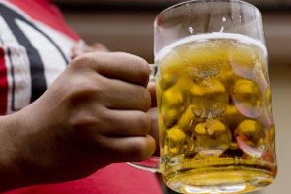 Zákaz požívať alkohol na verejných priestranstvách zrušili Banská Štiavnica aj Žiar.
