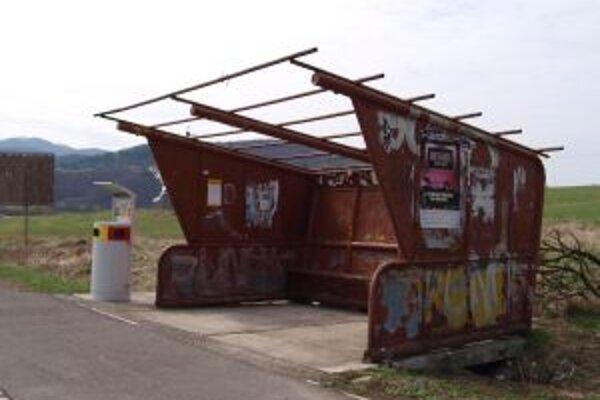Kuriózny prístrešok. Dnes mu chýba strecha, onedlho ho mesto úplne odstráni.