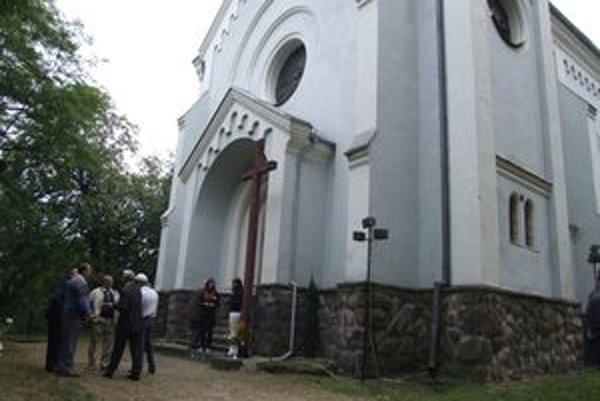 Kostol sv. Vavrinca. Na oslavu jeho storočnice prišli Opatovčania zo všetkých kútov Slovenska.