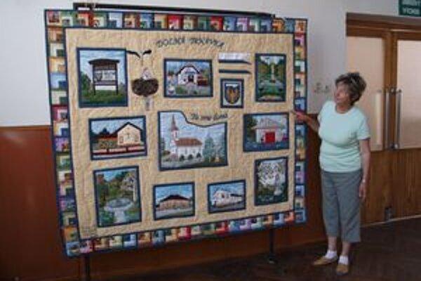 Unikátny prejav lokálpatriotizmu. Miestne ženy darovali obci obraz z kusov látok, ktorý sami vytvorili.