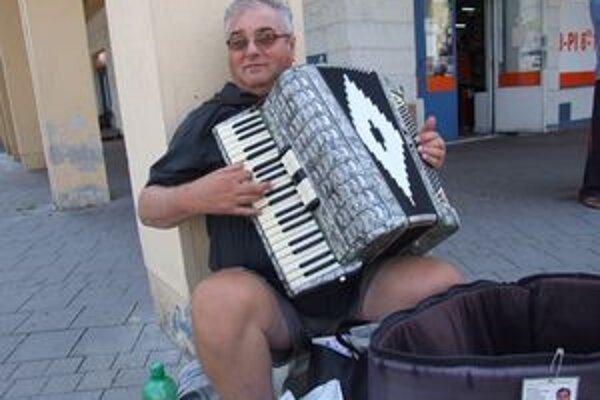 Harmonikár Vojtech v Žiari nehral prvýkrát.