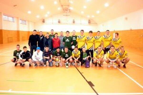 Účastníci turnaja. Prvé miesto získalo družstvo ŠK Stará Kremnička.