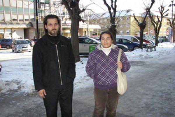Dušan Stupár a Marcela Kaločajová tvrdia, že úrady im rozbili rodinu.