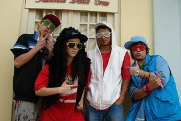 Žiarska tanečná skupina Associallz Dance Crew funguje od mája minulého roka. Za sebou má tanečno-hudobný film z vlastnej produkcie a pred sebou veľké plány.