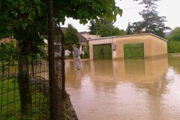 Záplavy postihli obec Beluj aj v lete 2008.
