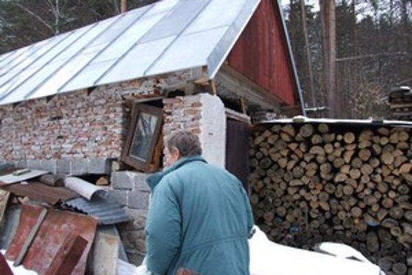 Hospodárska budova pri šachte Mária klesla od vlaňajška o niekoľko centimetrov.