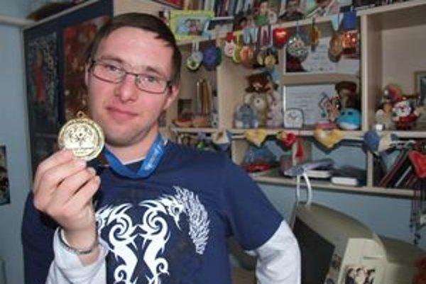 Zlatá medaila bude Tomášovi pripomínať jeho úspech celý život.