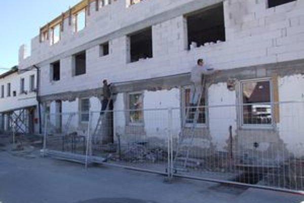 Kompletná rekonštrukcia. Na budove obecného úradu pribudnú ďalšie dve poschodia.