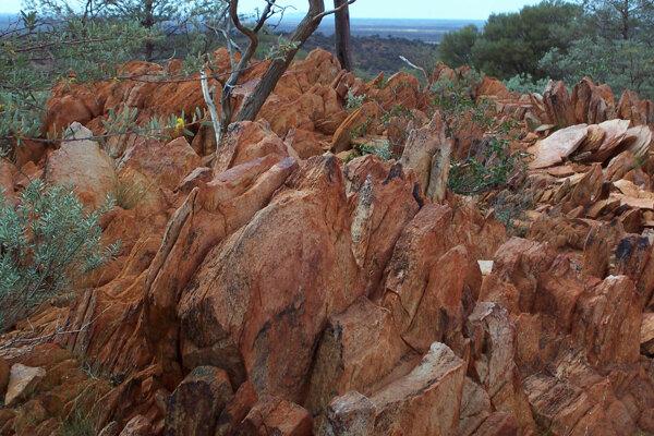 Skaly v Austrálii obsahujúce 4,1 miliardy rokov staré vzorky