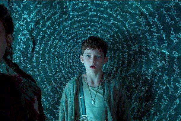 Veľa špeciálnych efektov a veľa hereckých hviezd. Vo filme Pan hrajú Rooney Mara, Hugh Jackman, Garrett  Hedlund. Petra Pana hrá Levi Miller.