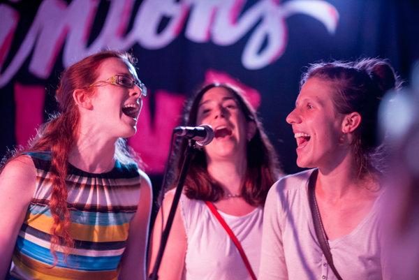 Spoločný spev pomáha vytvárať rýchlejšie priateľstvá.