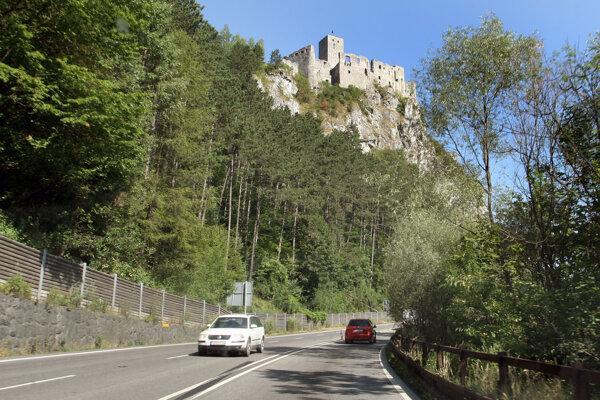 Pod hradným bralom sa doprava obmedzí.