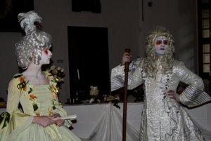 Festival duchov a strašidiel: Šľachta v Huňadyho sále bojnického zámku.