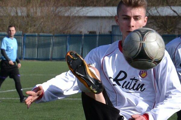 Dorastenec LAFC Lučenec sa gólovo presadzuje medzi mužmi.
