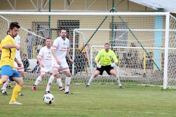 Brankár Hornej Kráľovej Juraj Barta v Nevidzanoch neinkasoval a jeho mužstvo vyhralo 2:0.