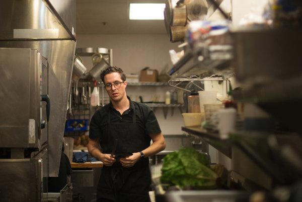 Šéfkuchár Ray Roberts.