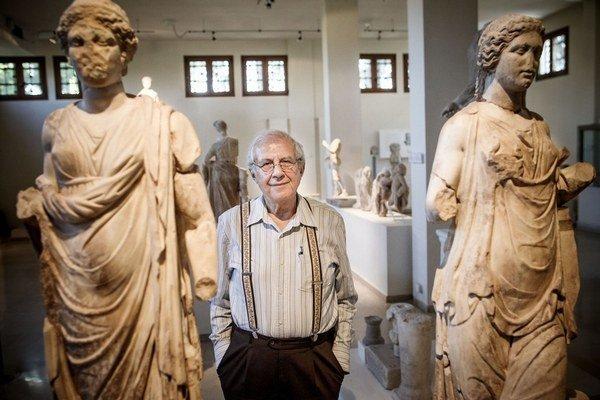 Profesor klasickej archeológie Pantermalis zo Solúnskej univerzity väčšinu svojho života venoval vykopávkam pod Olympom.