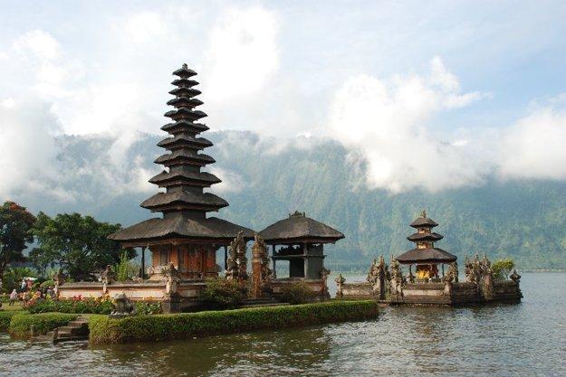 Bali aj Srí Lanka nám učarujú svojou kultúrou. Na Bali prevláda hidnuizmus, na Srí Lanke budhizmus.