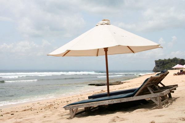 Piesok, pláže, more a slnko majú Bali a Srí Lanka spoločné.