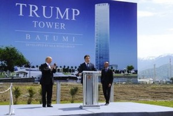 Saakašvili s Trumpom predstavujú projekt luxusnej budovy.