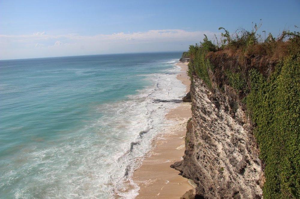 Pláž Dreamland na polostrove Bukit na Bali.