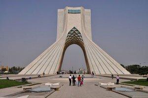 Pamätník Azadi pripomína 2500 rokov Perzskej ríše.